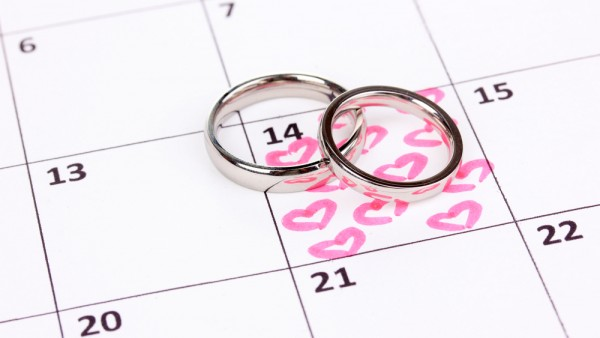 How do you pick a wedding date?
