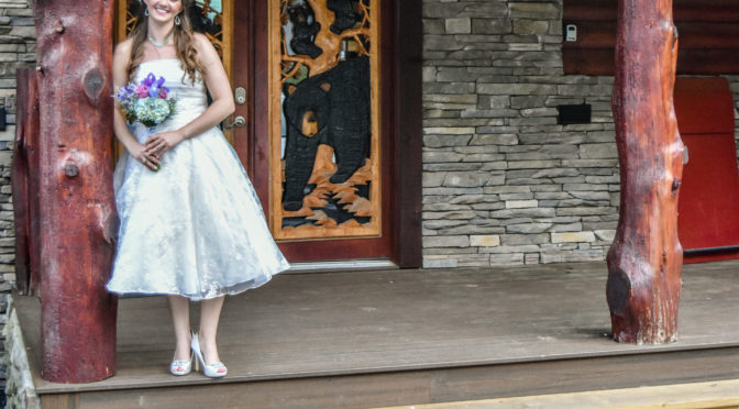 large log cabin wedding in Pigeon Forge Tennessee