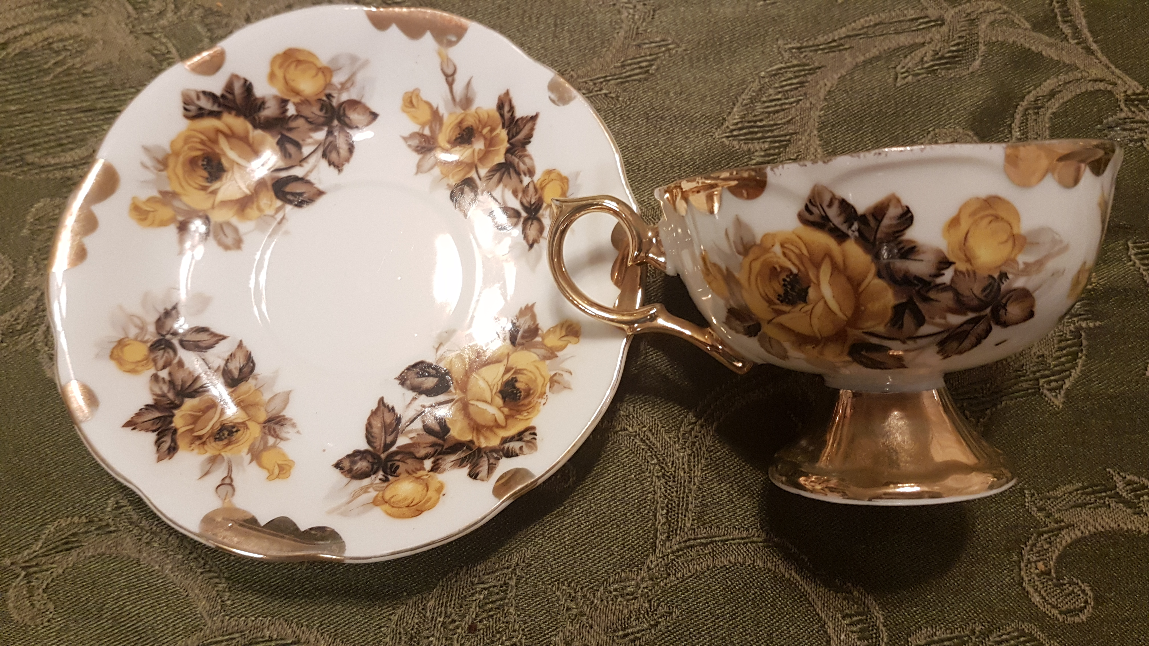 yellow gold rose tea cup