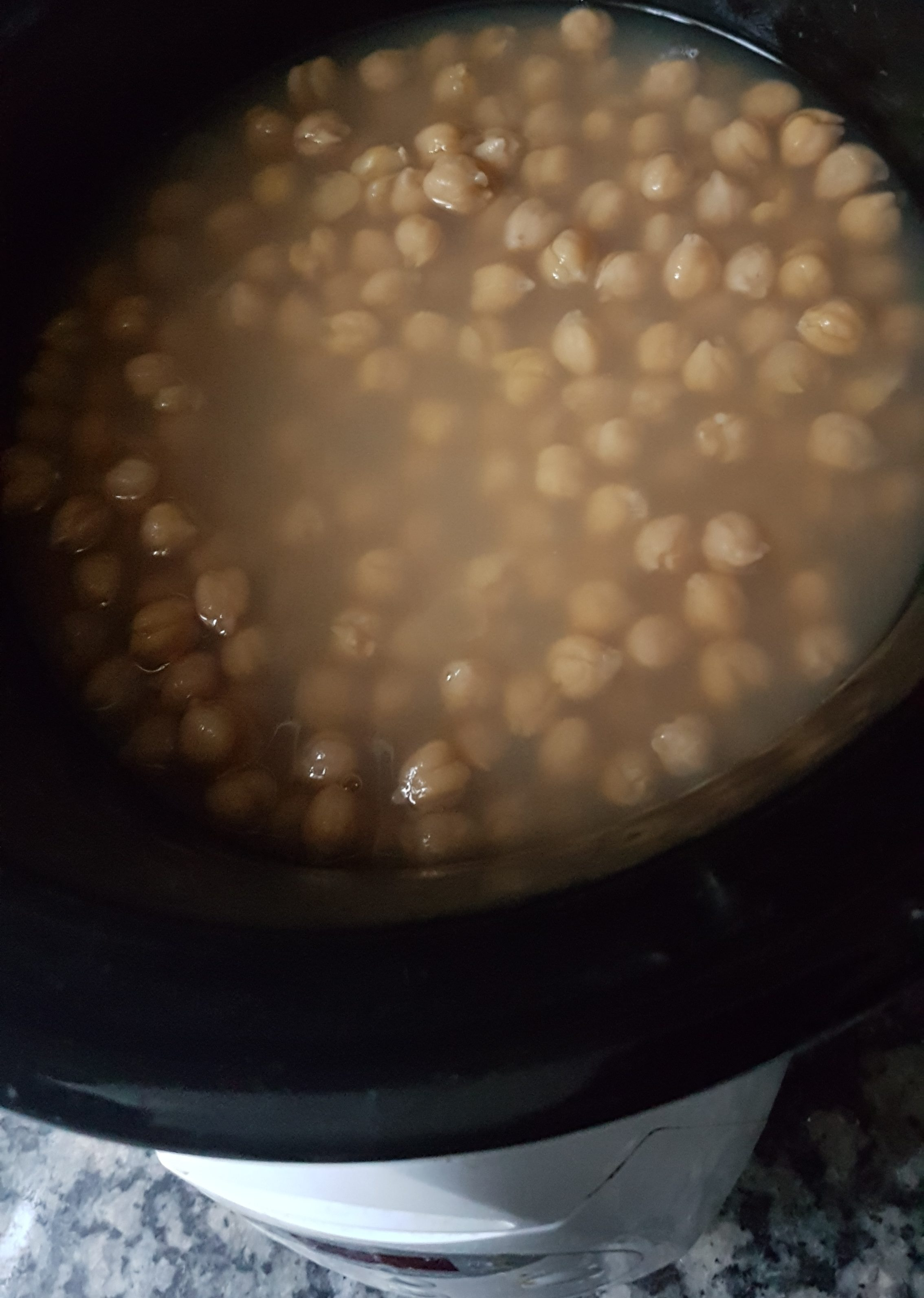 soaked chickpeas in the crock pot