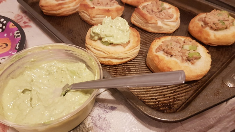 tuna salad puffs with guac